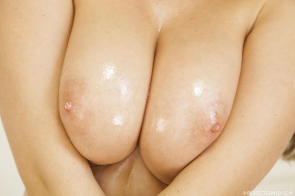 Kendra's gigantic boobs