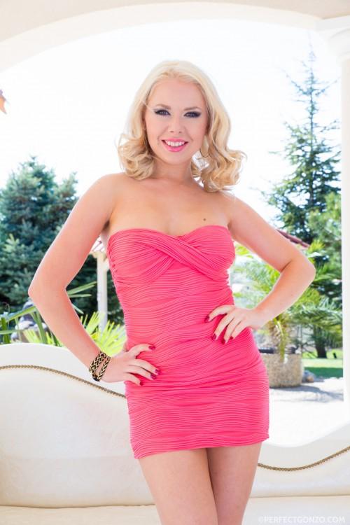 Curvy Russian blonde Diana Dali