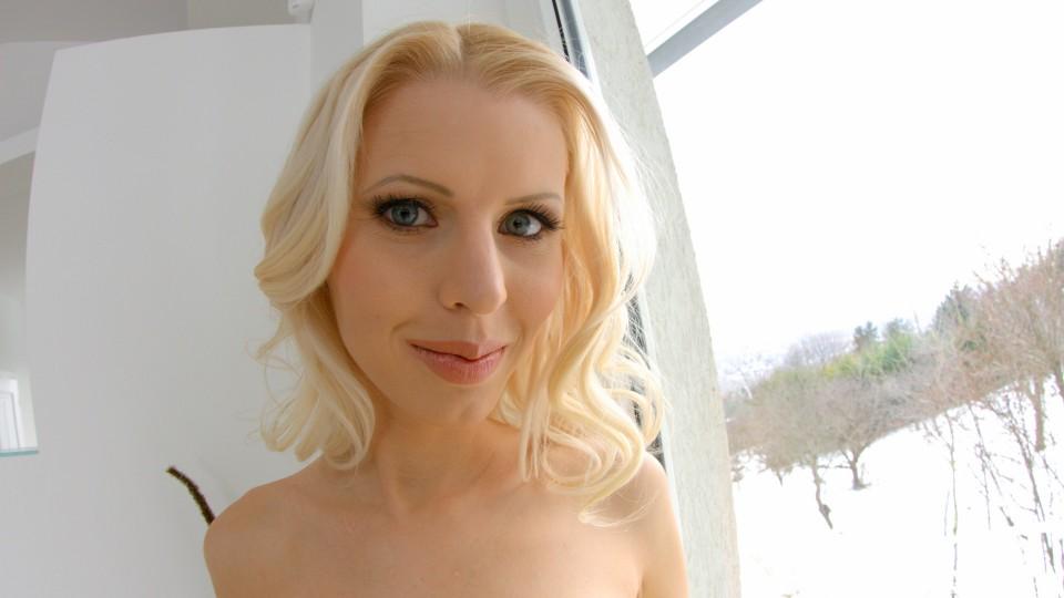 Blonde bombshell Lynna Nilsson