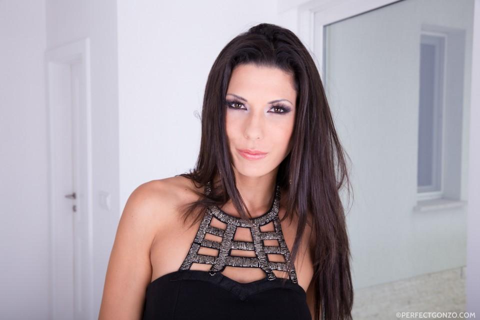 Stunning spanish brunette, Alexa Tomas