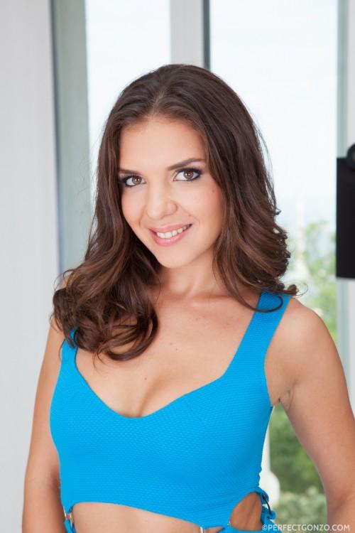 Stunning brunette Alina Henessy